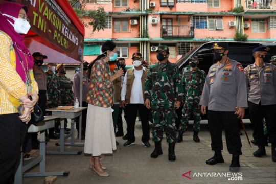 1500 warga Jakarta Pusat terima vaksin COVID-19 dan sembako
