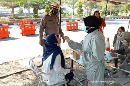 Petugas pos penyekatan Mataram temukan 69 orang positif COVID-19