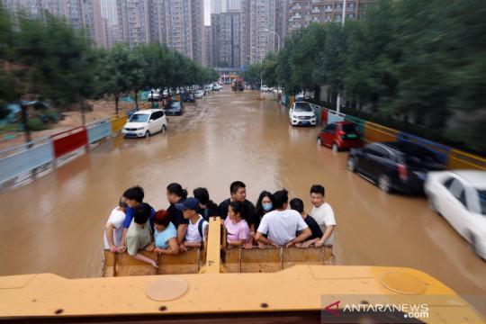 Banjir masih rendam jalanan di Henan, China