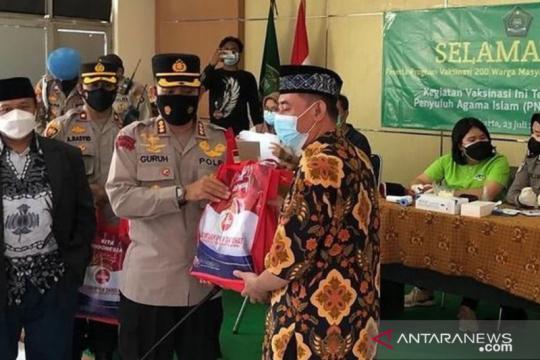 Polrestro Jakut bagikan 150 paket beras untuk warga di Koja