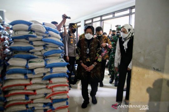 Mensos Risma pastikan bansos di Purwakarta tersalurkan