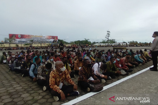 Gubernur Papua Barat melepas 2.111 Casis Bintara Polri