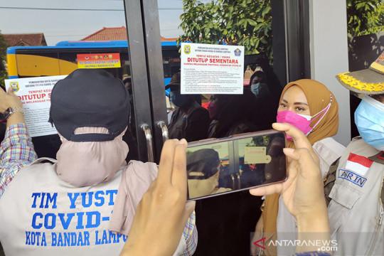 Satgas COVID-19 Bandarlampung segel satu kafe langgar prokes PPKM