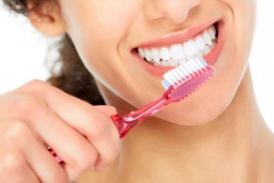 Lima kesalahan yang sering dilakukan saat menyikat gigi