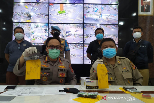 Polisi tangkap pemuda bawa senjata api diduga massa aksi di Bandung