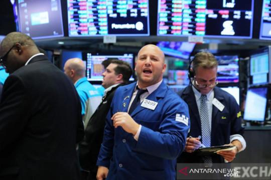 Wall Street ditutup beragam, Fed masih jauh dari kenaikan suku bunga