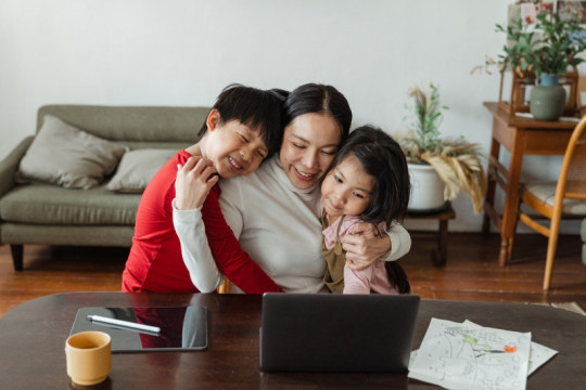 "Kiat atasi ""parental burnout"" menurut pakar"