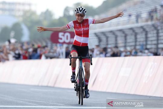 Pebalap Austria Anna Kiesenhofer buat kejutan sabet emas Olimpiade