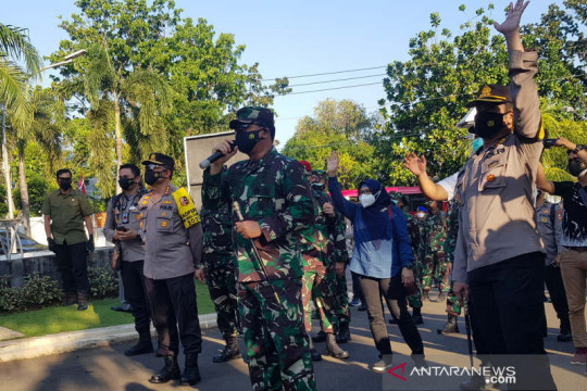 Panglima TNI sambangi pasien COVID-19 di fasilitas isolasi Semarang