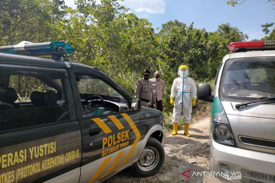 Polisi kawal proses pemakaman jenazah COVID-19