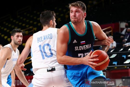 Ringkasan basket Olimpiade hari ini: debut Luka Doncic berbuah 48 poin