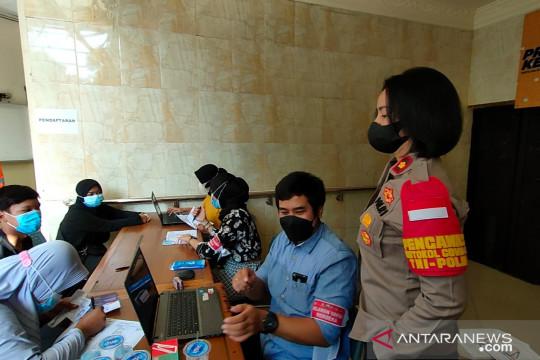 Polsek Tanjung Duren vaksinasi massal untuk 500 warga Grogol