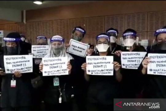 Sejumlah dokter kontrak di RS Malaysia gelar unjuk rasa