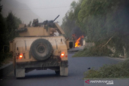 Kalah dari Taliban, tentara Afghanistan cari perlindungan di Pakistan