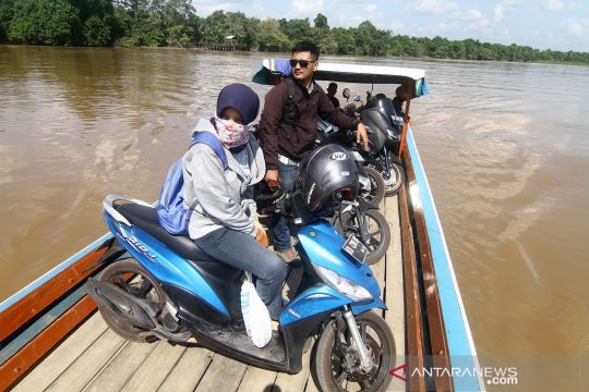 Sarana penyeberangan sungai di Kubu Raya
