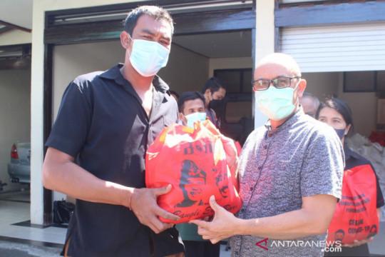 Wabub Bangli bagikan sembako ke nelayan Danau Batur