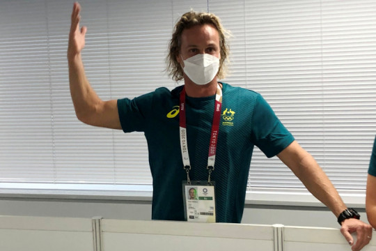 Pelatih renang Australia minta maaf karena merobek masker