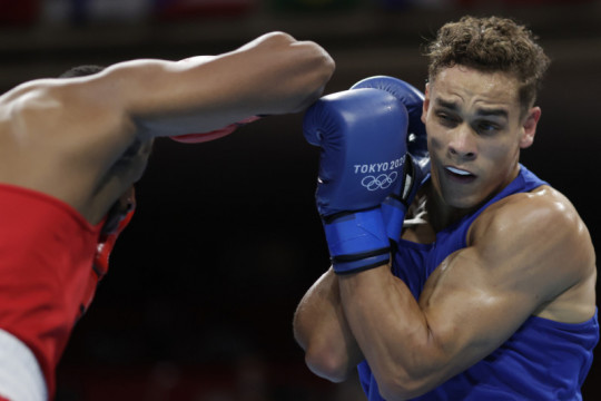 Petinju Selandia Baru lolos dari gigit kuping menangi debut Olimpiade