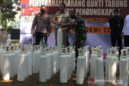 Kapolda Metro serahkan 138 tabung oksigen sitaan ke Pemprov DKI