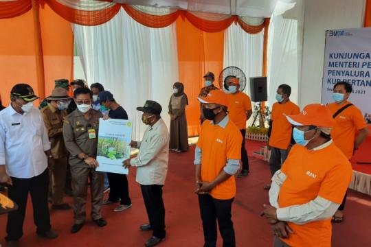 Mentan serahkan bantuan KUR Rp1 miliar ke petani di Serang