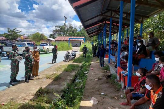 TNI AD kawal pengungsi Moskona Bintuni pasca kontak tembak dengan OPM