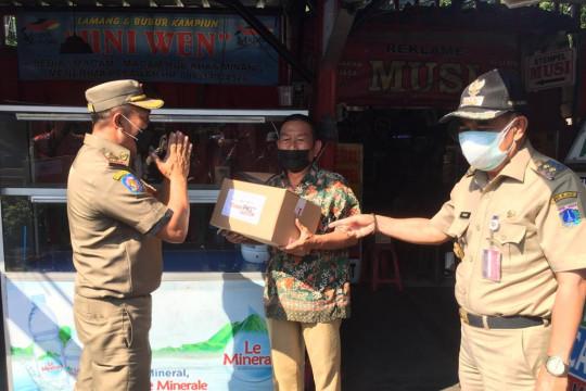 Pemkot Jakpus salurkan sembako untuk pedagang nasi kapau Senen
