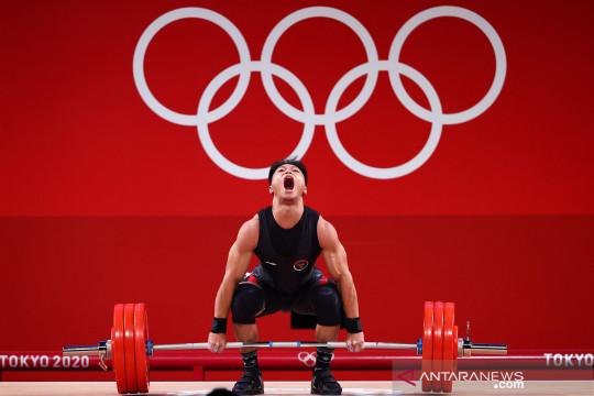 Rahmat Abdullah terbaik di grup B angkat besi 73 kg
