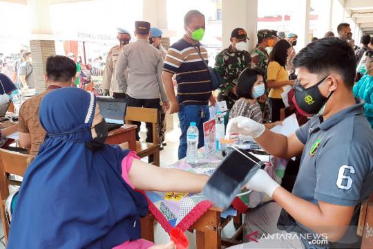 DKI kemarin, vaksinasi merdeka hingga tukang bakso layani pasien COVID