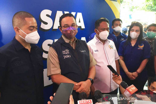 Anies minta masyarakat tetap waspada kendati kasus aktif turun