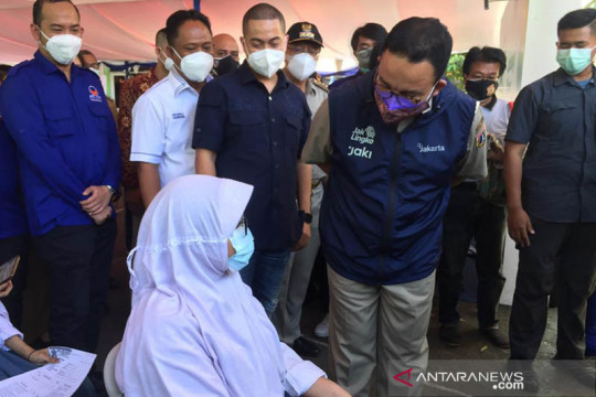 Anies sebut vaksinasi di DKI sudah sasar 7,1 juta warga