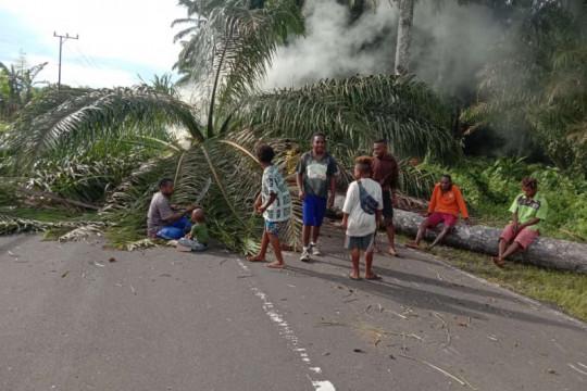 Bupati Manokwari klarifikasi kabar meninggalnya Gubernur Papua Barat