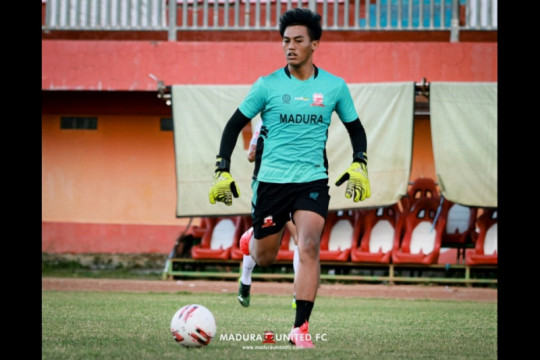 Kiper muda Madura United enggan bersantai saat libur latihan bersama