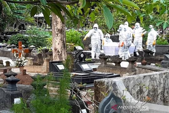Pemakaman berprosedur COVID-19 di Yogyakarta saat PPKM naik 100 persen