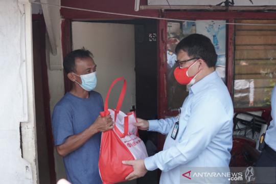 Ditjenpas bagikan 872 paket sembako bagi warga terkena PHK