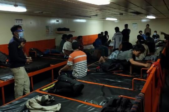 Gunakan dokumen palsu, 26 penumpang KM Sinabung dilarang turun