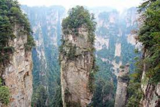 Gunung Avatar di Zhangjiajie dikenai 'lockdown'