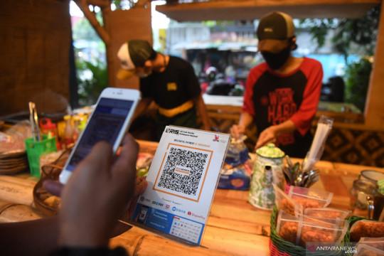 Penggunaan QRIS pada merchant di Indonesia