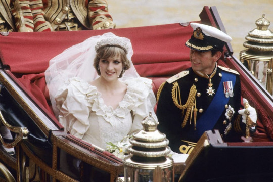 Potongan kue pernikahan Putri Diana dilelang Rp10 juta