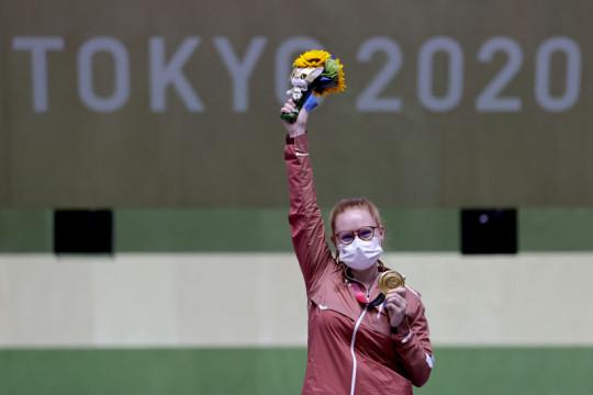 Petembak Swiss Nina Christen raih emas nomor rifle putri 50m