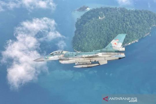 Pesawat Tempur F-16 TNI AU patroli pulau terluar di Selat Malaka