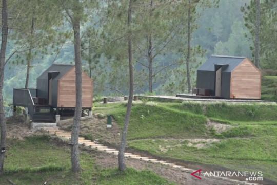 Eco-friendly capsule hotel in Lake Toba draws tourists