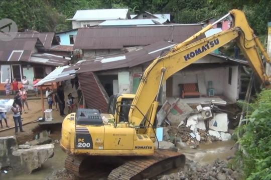 Hujan intensitas tinggi sebabkan 10 titik longsor di Ambon