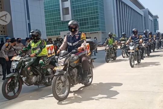 Kapolri & Panglima TNI lepas pendistribusian sembako di Serang