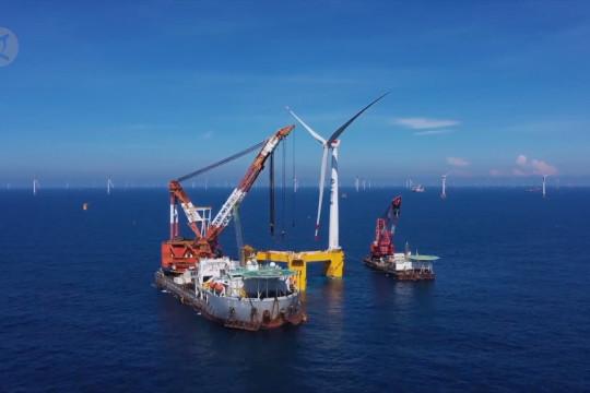 China pasang turbin angin apung antitopan raksasa di lepas pantai