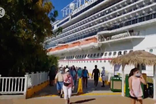 Kapal pesiar dengan ribuan turis tiba di Honduras