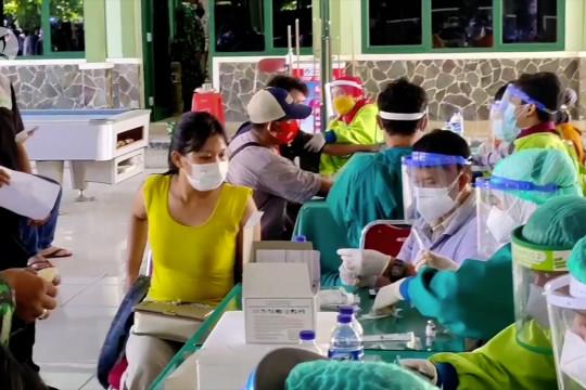 Kodim Cirebon vaksin ribuan warga
