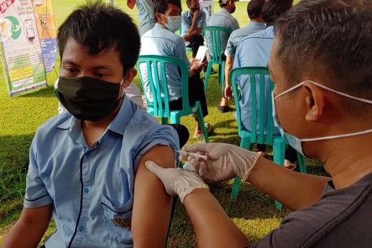 Vaksinasi COVID-19 di Batang dihentikan sementara