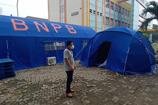 Kelebihan daya tampung, RSUD Cilegon buka tenda darurat