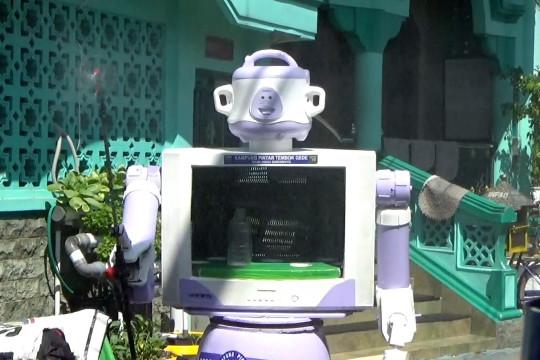 Mengenal Robot Delta buatan warga Kampung Tembok Gede Surabaya