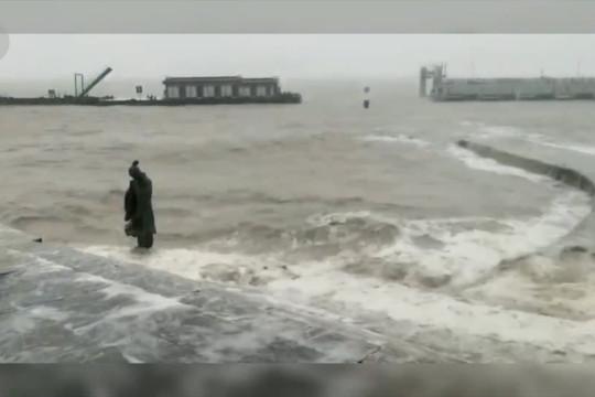 Topan In-Fa mendarat di China timur bawa hujan badai lebat